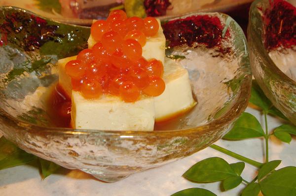 ホテル花飾璃では、四季折々の素材を使い皆様に御満足いただけるお料理をご提供しております